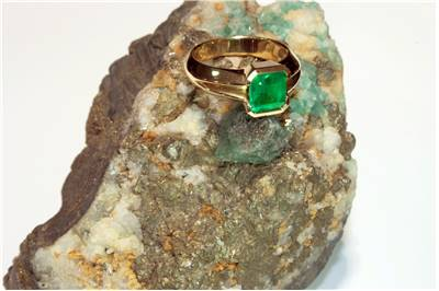 Emerald egagement ring picture