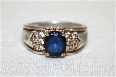Sapphire egagement ring picture
